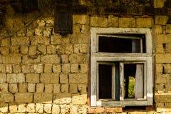 Verlassene alte Häuser in den Dörfern im Südwesten von Ukraine Stockfotografie