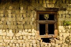 Verlassene alte Häuser in den Dörfern im Südwesten von Ukraine Lizenzfreie Stockfotos