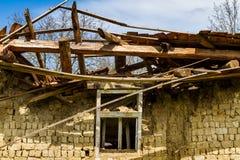 Verlassene alte Häuser in den Dörfern im Südwesten von Ukraine Lizenzfreies Stockbild