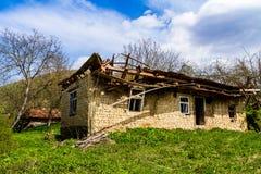 Verlassene alte Häuser in den Dörfern im Südwesten von Ukraine Stockfotos