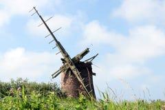 Verlassene aufgegebene Windpumpe auf dem Norfolk Broads stockfotos