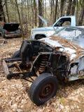 Verlassene Autos: gestohlener Motor V Stockfotografie