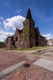 Verlassene Baptist Church- und Backsteinstraßen - McKeesport, Pennsylvania Stockfotos