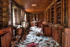 Verlassene Bibliothek (HDR) Stockfotos