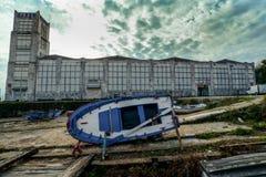 Verlassene Fabrik außerhalb Cangas in Spanien stockbild