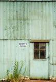 Verlassene Fabrik-Tür lizenzfreies stockfoto