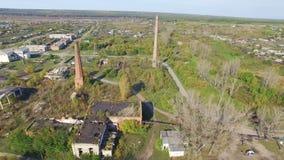 Verlassene Gebäude im Dorf Luftschießen stock footage