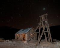 Verlassene Grube nachts stockfotos