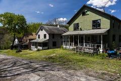 Verlassene Häuser in der Bergbau-Gemeinschaft - Shadyside-Dorf, Pennsylvania Stockfoto