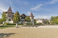 Verlassene Hotels auf Balaton See stützen in Keszthely, Ungarn unter Stockfotografie