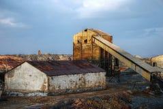 Verlassene industrielle Grube, Spanien. lizenzfreies stockfoto