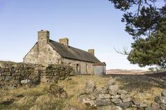 Verlassene Kate von Ostern Crannich auf Dava Moor in Schottland lizenzfreie stockfotos