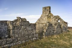 Verlassene Kate von Wester Crannich auf Dava Moor in Schottland lizenzfreies stockbild