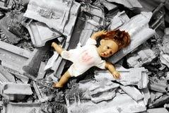 Verlassene Puppe lizenzfreies stockbild