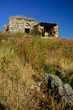 Verlassene Ruinen auf den Hügeln Stockfotos