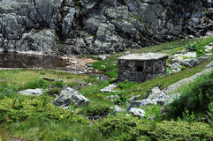 Verlassene Scheune in den Rila-Bergen Stockfotos
