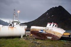 Verlassene Schiffe auf Lofoten-Inseln, Norwegen Stockfoto