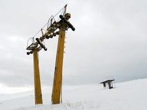 Verlassene Skischleppseilstation Lizenzfreies Stockfoto