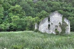 Verlassene Steinkirche Stockbild