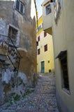 Verlassene Straße in der Mitte von historischem Vrbnik kroatien Lizenzfreie Stockfotos