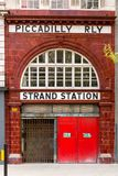 Verlassene Strang-Station in London stockbilder