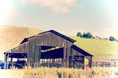Verlassener alter hölzerner Bauernhof in Kalifornien Stockfotos