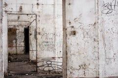 Verlassener aufbauender Innenraum Stockfoto