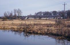 Verlassener Bauernhof in Polen stockbilder