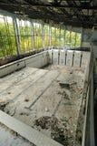 Verlassener errichtender Swimmingpool Lizenzfreie Stockbilder