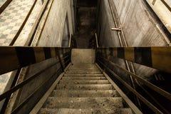 Verlassener industrieller Innenraum Stockfoto