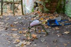 Verlassener Kindergarten in zerstörtem Dorf der Ausschlusszone des Atomkraftwerks Kopachi Tschornobyl, Ukraine stockbilder