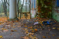 Verlassener Kindergarten in zerstörtem Dorf von Kopachi, Ausschlusszone 10 Kilometer Tschornobyl, Ukraine stockfotos
