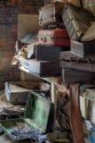 Verlassener Koffer lizenzfreie stockfotografie