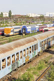Verlassener rumänischer Zug im Depot Stockfoto
