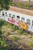 Verlassener rumänischer Zug im Depot Lizenzfreie Stockfotografie