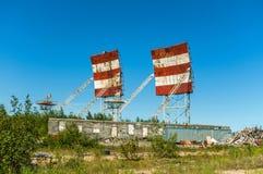 Verlassener russischer Militärstützpunkt Militärradare, Verzeichnisse stockbild