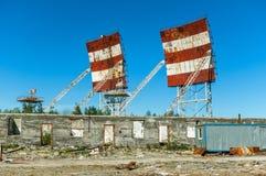 Verlassener russischer Militärstützpunkt Militärradare, Verzeichnisse stockfotos