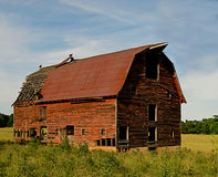Verlassener Stall im Land. Lizenzfreies Stockfoto