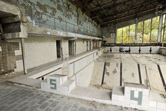Verlassener Swimmingpool in der Stadt von Pripyat Lizenzfreie Stockfotografie