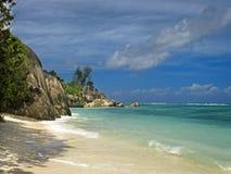 Verlassener tropischer Strand Stockfotografie