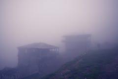 Verlassenes altes Dorf des Schäferhochs in den Bergen Stockfotografie