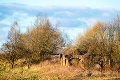 Verlassenes altes Haus lizenzfreies stockfoto