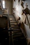 Verlassenes Bauernhaus mit Treppenhaus Stockbild