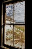 Verlassenes Bauernhaus mit Weinlese Windows Lizenzfreie Stockfotos