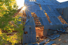 Verlassenes Bergwerk Sun-Explosion throgh lizenzfreies stockfoto
