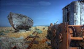 Verlassenes Boot und Bretterbude Stockfotografie