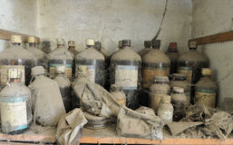 Verlassenes chemisches Labor. Stockfoto
