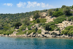 Verlassenes Gebäude auf Insel stockfotos
