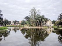 Verlassenes Gebäude in einem See Lizenzfreies Stockbild