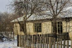 Verlassenes Gebäude im Wald Lizenzfreies Stockbild